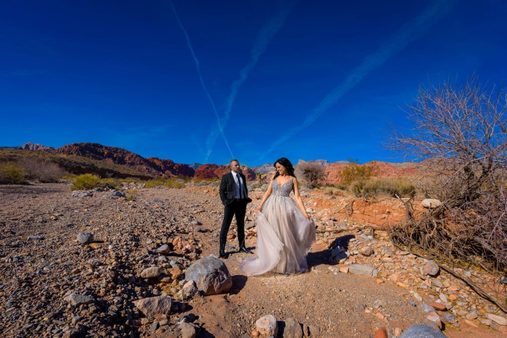Desert elopement wedding photography | Las Vegas wedding photographer | Red Rock Canyon weddings