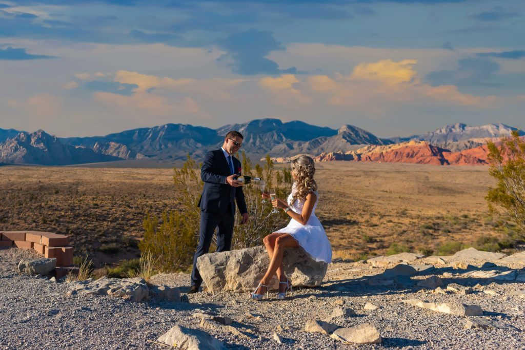 Desert elopement wedding photography | Las Vegas wedding photographer | Red Rock Canyon weddings