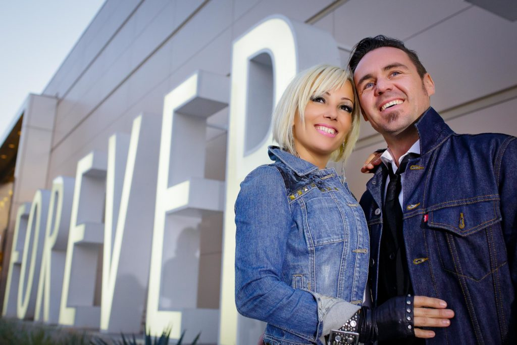 Las Vegas strip engagement photographer | Engagement session photos