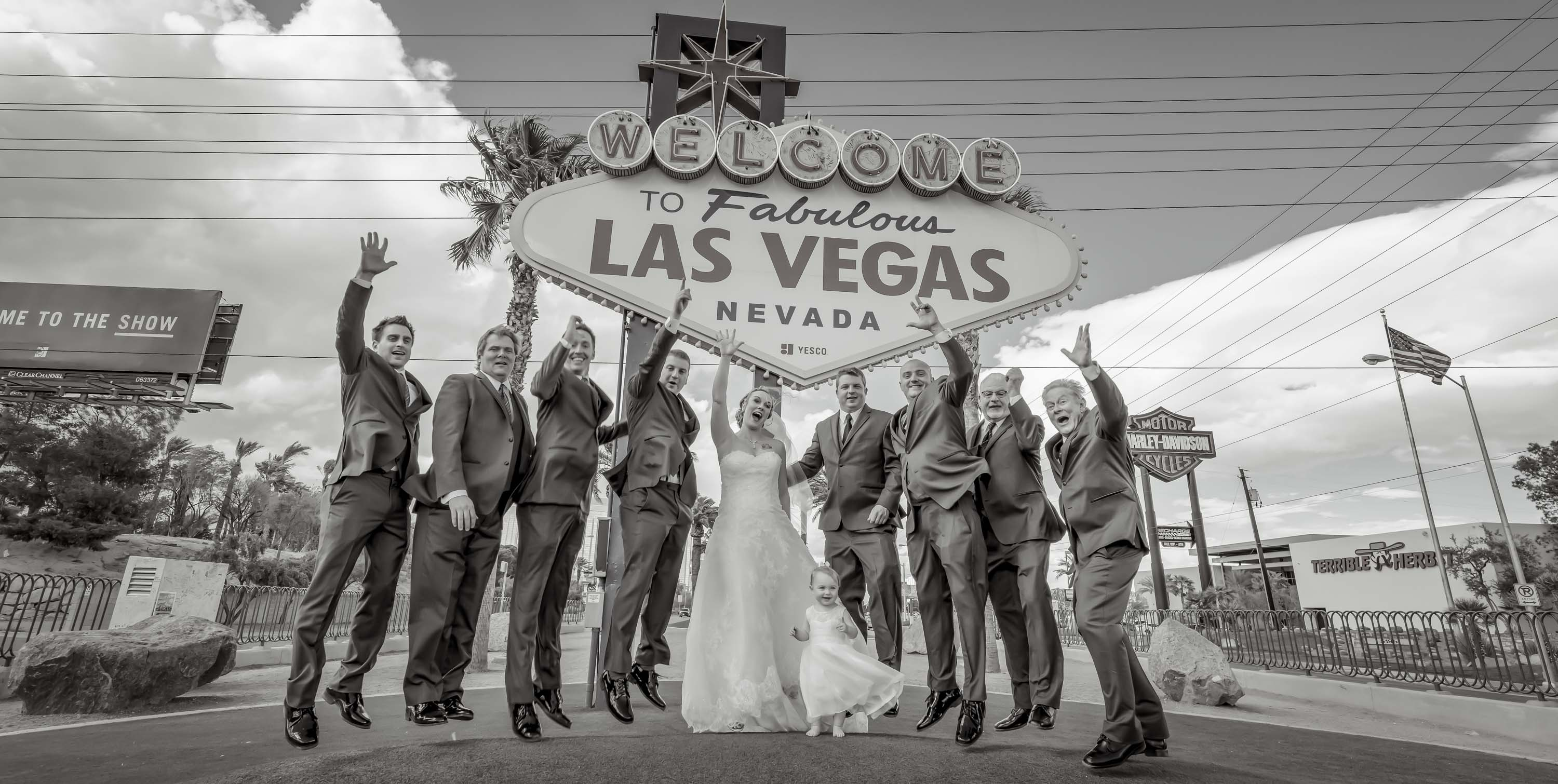 Las Vegas Sign wedding photographer | Las Vegas Strip weddings